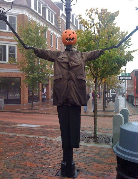 Lamp Post Scarecrow